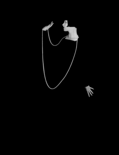 Louise Brooks peals - Pandora's Box